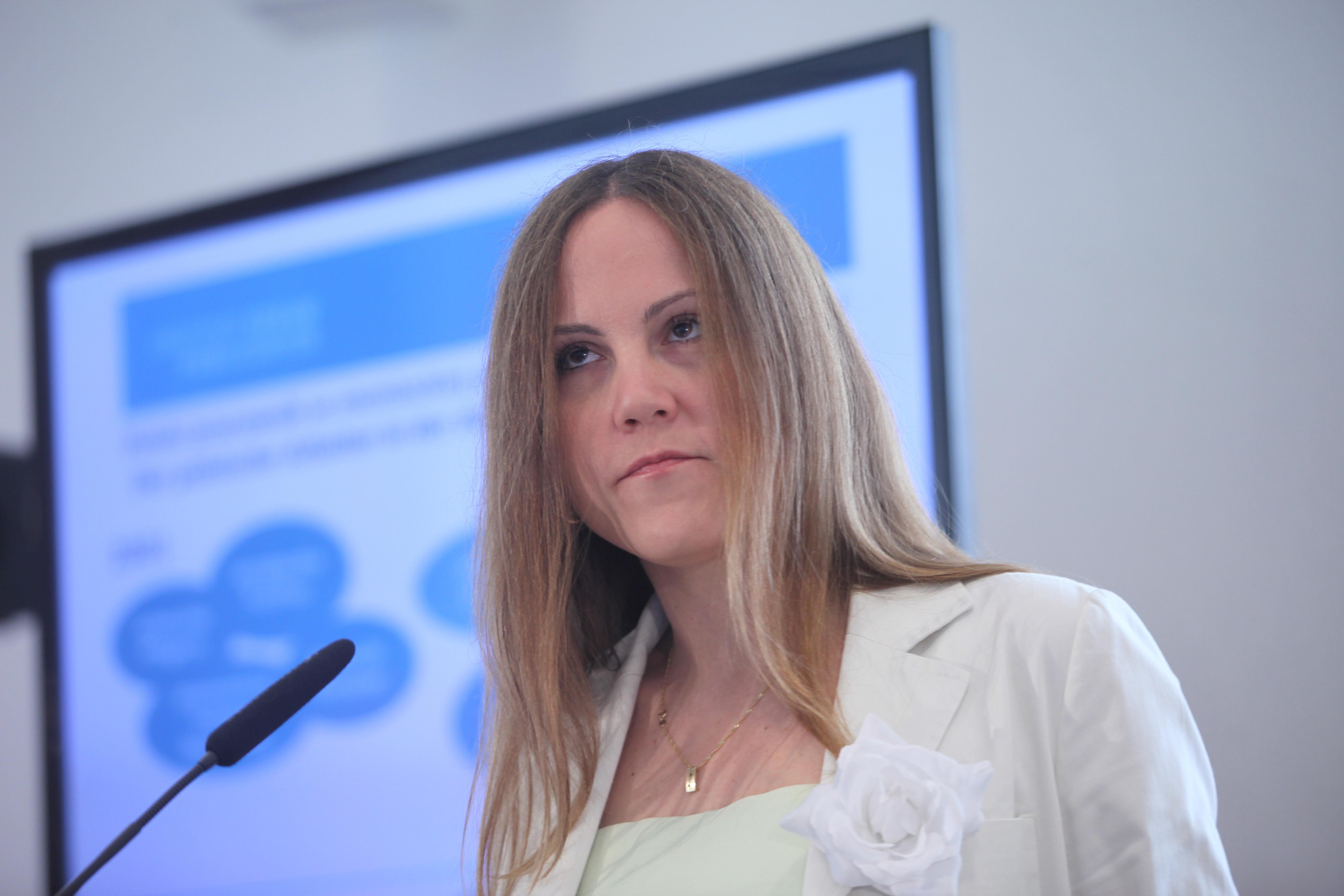 dr Agnieszka ada podczas prezentacji badania pt Znikajca granica